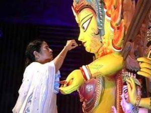 जानिए: दुर्गा पूजा पर गाने लिखने वाली मुख्यमंत्री, 3 गानों ने मचा दिया तहलका तो होने लगी चर्चा