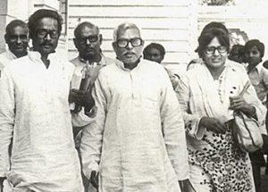 वह मुख्यमंत्री जो झोपड़ी में रहता था और रिक्शे से चलता था
