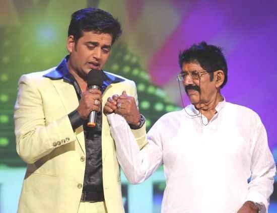 Ravi-Kishan-with-his-father