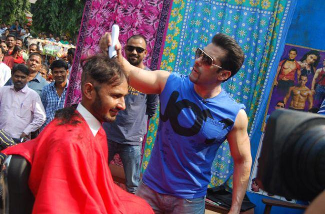 Salman-Khan-as-a-barber