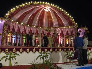 indian-wedding-couple-photos_23181_600x450