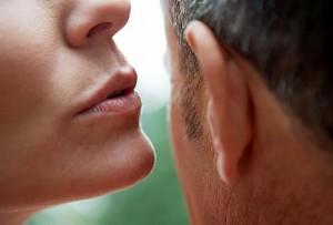 मर्दाना आवाज वाले पुरुष महिलाओं की पहली पसंद