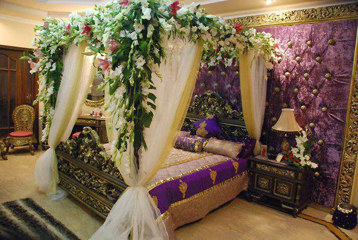 cute-wedding-bedroom-decoration-with-flowers (3)