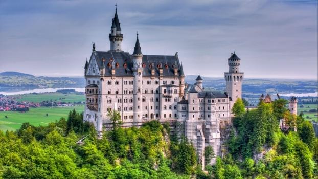 neuschwanstein_castle_germany_trees_59143_3840x2160
