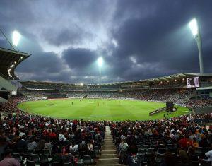 इंग्लैंड के ओपनर के बल्ले से निकली गेंद स्टेडियम पार गिरी और खो गई, ढूंढने पहुंचे कई लोग
