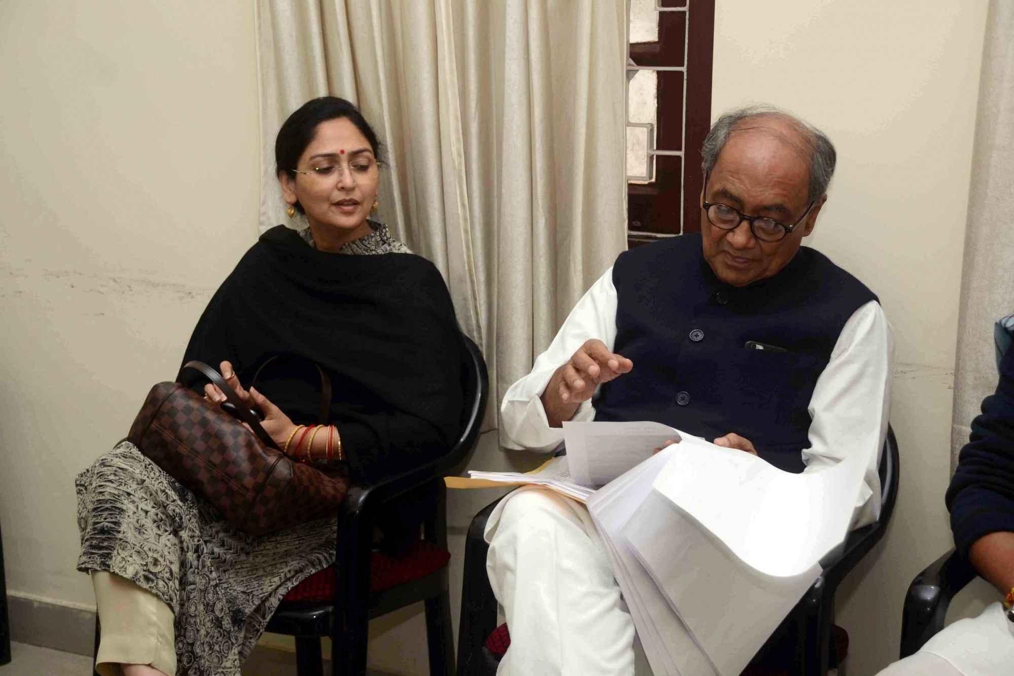 Patna: Congress leader Digvijay Singh and Amrita Rai in Patna on Dec 4, 2016. (Photo: IANS)