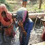 शर्मनाक! महिलाओं को ये रोग होने पर पिलाया जाता है जूते में भरकर पानी
