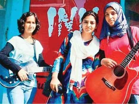 'दूसरी लड़कियों के लिए खतरा है ये तीन लड़कियां!' गाना गाने के बदले देश में झेलना पड़ा ऐसा घिनौना विरोध
