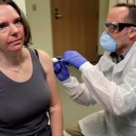 अमेरिका ने बनाई कोरोना वायरस की वैक्सीन, एक व्यक्ति को पहला डोज दिया गया