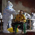 कोरोना मरीजों का इलाज कर रहे स्वास्थ्यकर्मियों पर वायरस का हमला, अब तक 7 हजार से ज्यादा की मौत