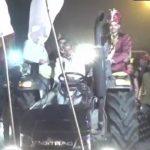 हरियाणा के दूल्हे ने किसान आंदोलन के समर्थन में अपनाया अनोखा तरीका, डेकोरेटेड मर्सिडीज छोड़ ट्रैक्टर से पहुंचा