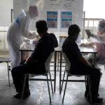 रोजाना घट-बढ़ रहे कोरोना के नए मामले, इन 7 देशों में सबसे ज्यादा एक्टिव केस