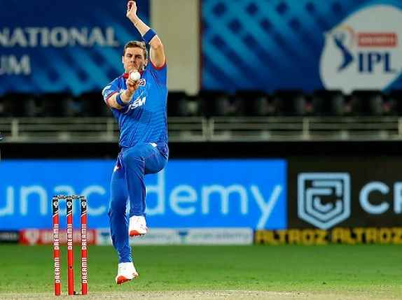 IPL 2021: दिल्ली कैपिटल्स की मुश्किलें बढ़ीं, अक्षर पटेल के बाद एक और खिलाड़ी कोरोना पॉजिटिव