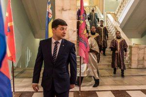 सबको हंसाते-हंसाते वोट लूट ले गए कॉमेडियन वोलोदीमीर ज़ेलेंस्की, जीता यूक्रेन में राष्ट्रपति चुनाव