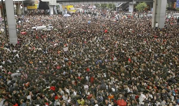 crowds in GZ